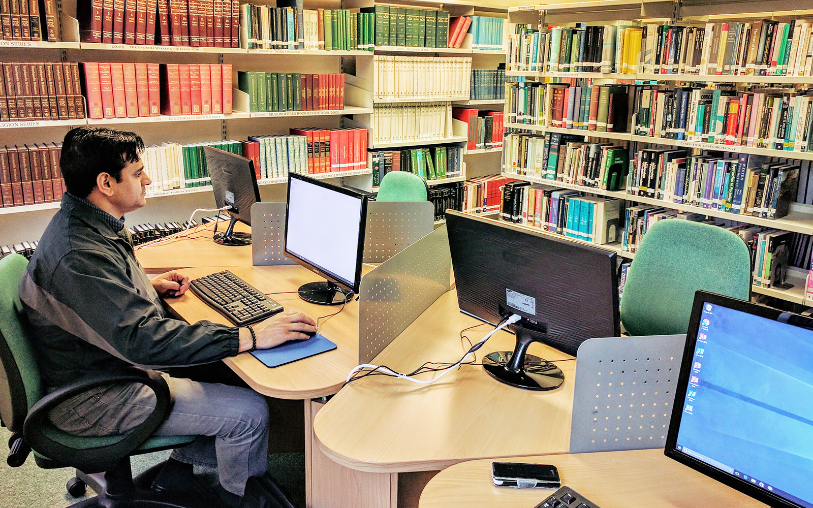 Library_at_The_Islamic_Foundation_3
